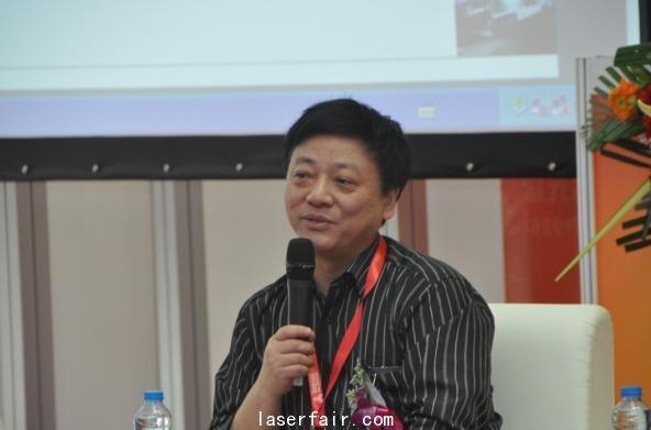 湖北省暨武汉激光学会理事长,华中科技大学朱晓教授发言